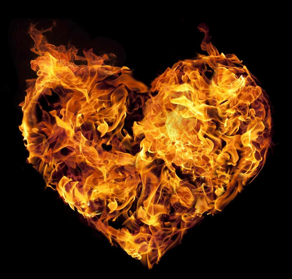 Картинка сердце огонь